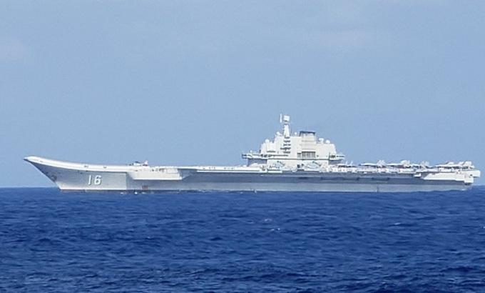 Ba chiến hạm Mỹ bám đuôi tàu sân bay Trung Quốc trên Biển Đông