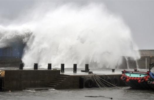 Sẵn sàng ứng phó siêu bão SURIGAE giật trên cấp 17 gần Biển Đông