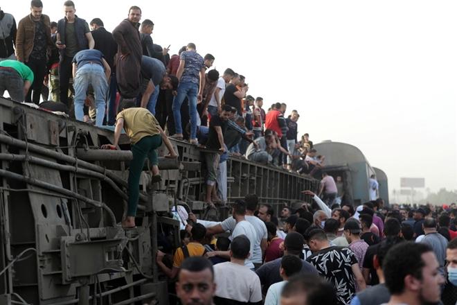 Tai nạn đường ray thảm khốc ở Ai Cập: 11 người chết, 98 người bị thương - 1
