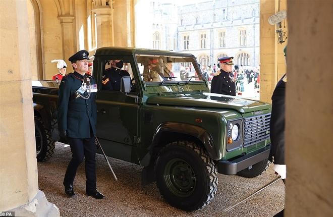 Sĩ quan Anh tung đồng xu để giành vinh dự lái xe chở linh cữu Hoàng thân Philip - 2
