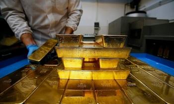 Giá vàng thế giới lên đỉnh 7 tuần, chứng khoán Mỹ giảm điểm