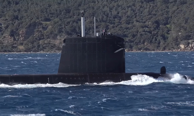 Tàu ngầm Pháp bí mật đi qua Biển Đông