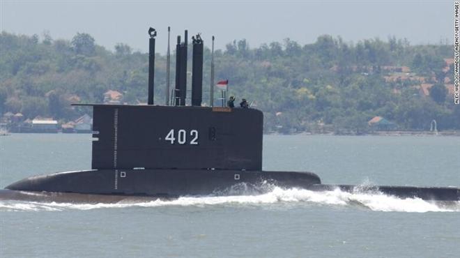 Tàu ngầm Indonesia để lại vết dầu loang - Tín hiệu từ thủy thủ đoàn?