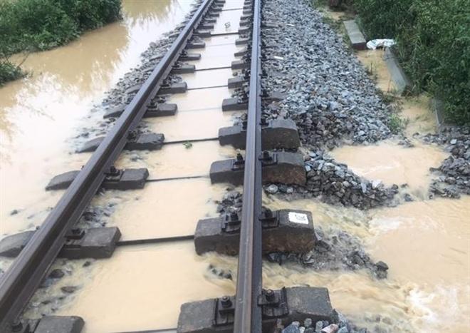 Đường sắt Việt Nam nguy cơ phá sản: Có tiền nhưng không tiêu được, lỗi do ai? - 5
