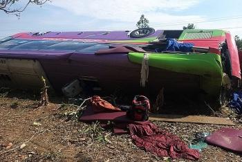 Lật xe giường nằm, 31 người bị thương