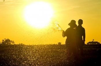 Nền nhiệt tăng nhanh, miền Trung nắng nóng gay gắt
