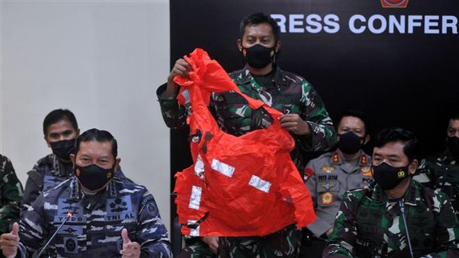 Hình ảnh tàu ngầm Indonesia sau khi được phát hiện vỡ làm 3 mảnh - 4