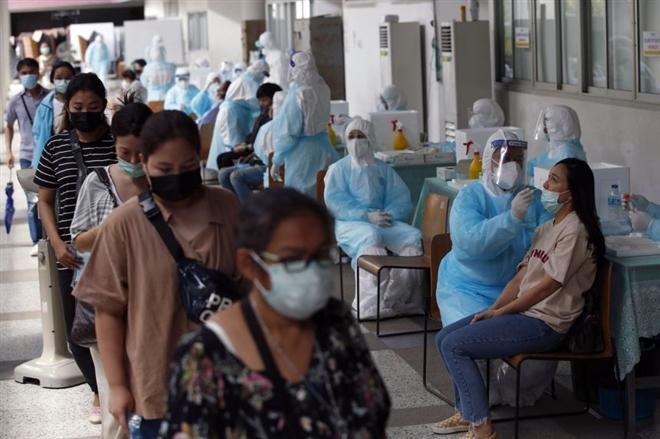 Thái Lan: Hơn 2.000 ca mắc COVID-19, số người chết trong ngày tăng kỷ lục