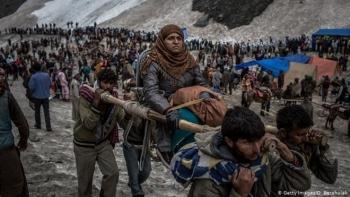 Bất chấp khủng hoảng COVID-19, Ấn Độ cho phép 600.000 người hành hương