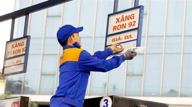 Giá xăng tăng gần 200 đồng/lít