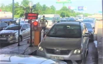 TP.HCM: Tắc kéo dài, trạm thu phí Long Phước cãi lệnh CSGT, quyết không xả trạm