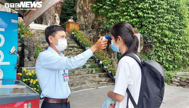 Nhiều đoàn khách hủy tour, khu du lịch Đà Nẵng thưa người - 2