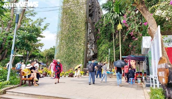 Nhiều đoàn khách hủy tour, khu du lịch Đà Nẵng thưa người - 1