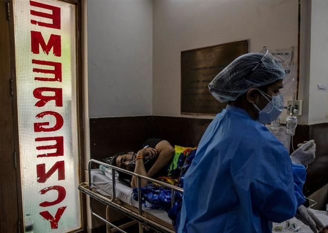 Nhiều bang hết vaccine, Ấn Độ chật vật chống 'sóng thần' COVID-19  - 1
