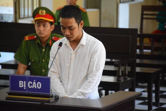 Quảng Nam: 15 năm tù cho gã chồng tạt xăng thiêu vợ