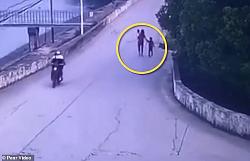 Mẹ ôm hai con tự tử vì mâu thuẫn với bố mẹ chồng