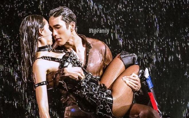 cap sao hot nhat thai lan gay soc voi vu dao dong cham phan cam