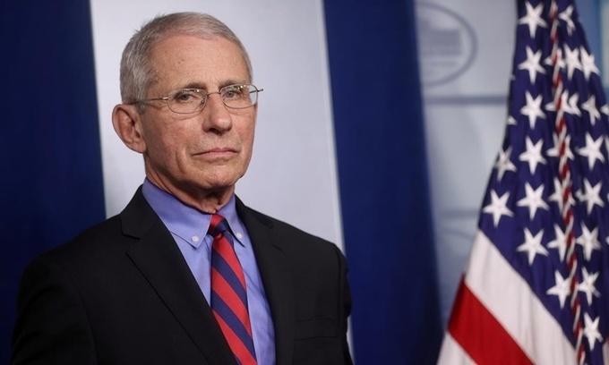 Hàng loạt quan chức Mỹ tự cách ly