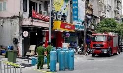 Nổ lớn trên phố Cửa Nam, ba người bị thương