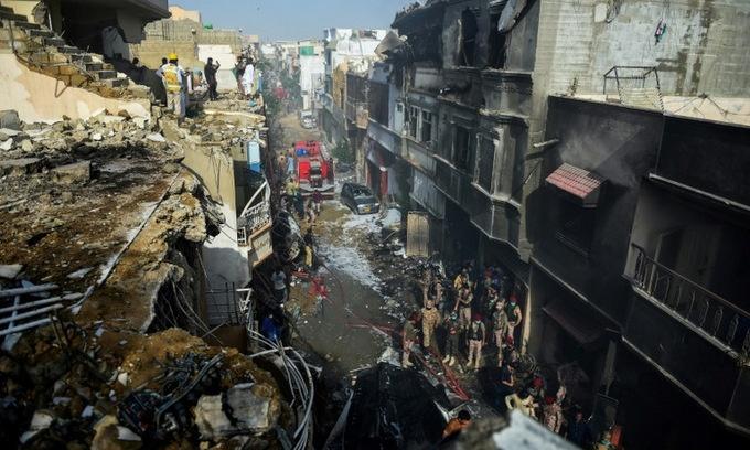 97 nguoi chet trong vu roi may bay pakistan
