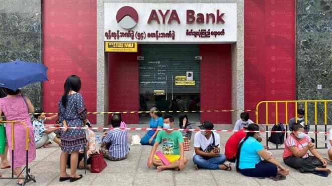 Quân đội Myanmar giảm tội cho công chức bị bắt giữ