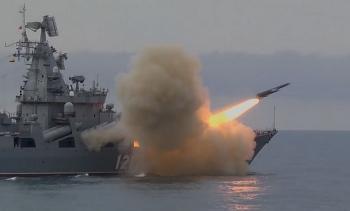 Chiến hạm Nga phóng tên lửa to như tiêm kích