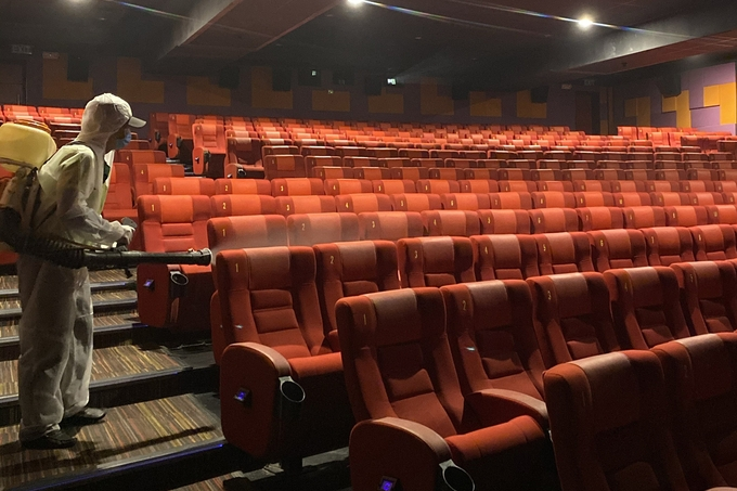 TP HCM dừng thêm rạp chiếu phim, massage