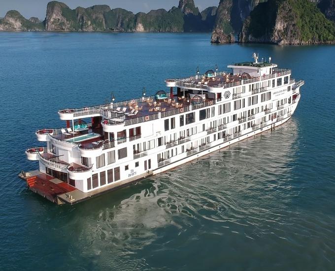 Cách ly gần 200 người trên du thuyền 6 sao ở vịnh Hạ Long