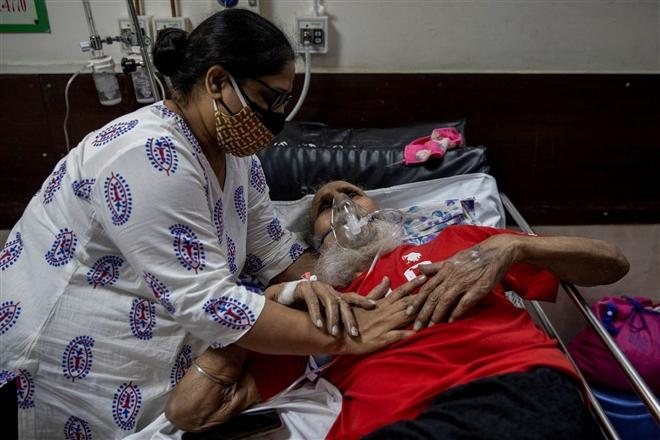 Gần 20 triệu ca COVID-19, đại dịch Ấn Độ sắp đạt đỉnh - 1