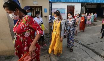 Ngày đầu dỡ phong tỏa Phnom Penh, Campuchia thêm 650 ca COVID-19
