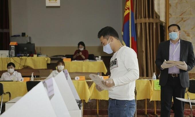 Các nước bầu cử thời Covid-19 thế nào?