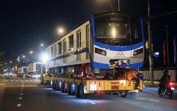 3 giờ vận chuyển toa metro về TP Thủ Đức