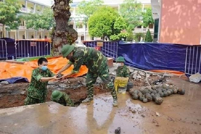 Phát hiện 358 quả nghi bom bi tại trụ sở UBND TP Hải Dương - 1