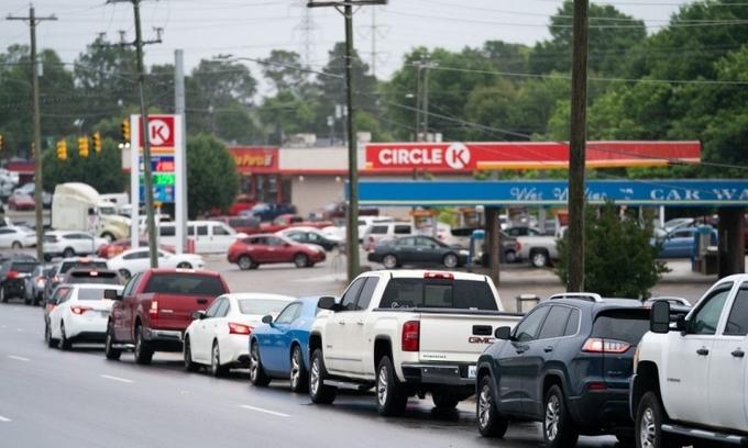 Dân Mỹ đổ xô tích trữ xăng