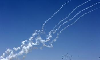 Hamas phóng rocket hạng nặng vào sân bay Israel