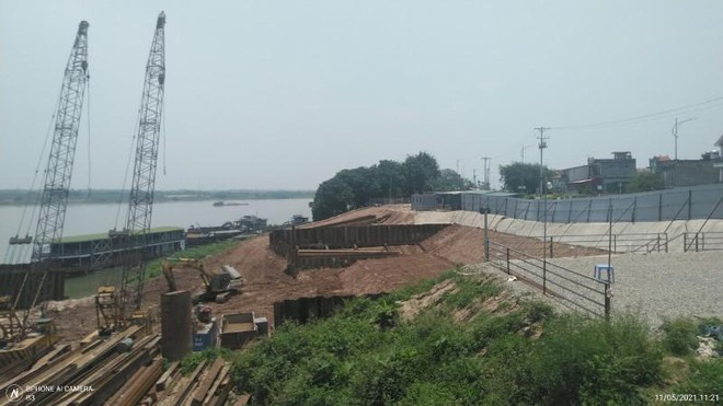 Người dân bất an vì đê sông Hồng lún, nứt do thi công dự án nhà máy nước mặt sông Hồng