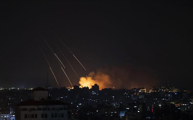 160 máy bay Israel đồng loạt nã mưa tên lửa vào đường hầm chiến lược của Hamas