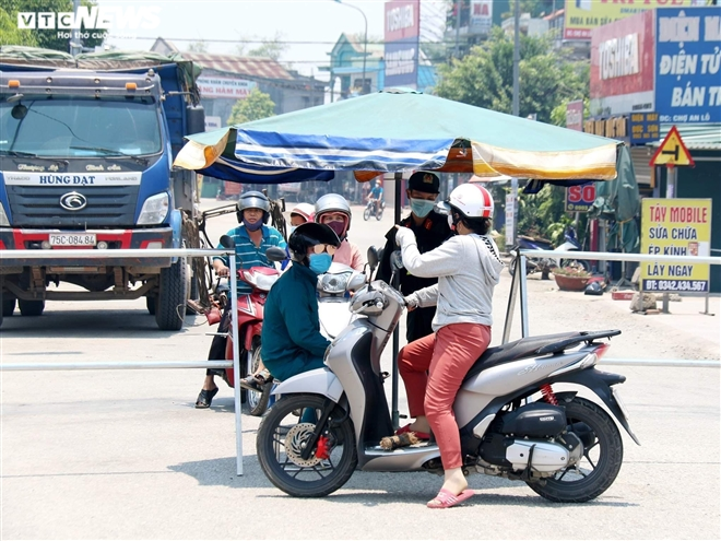 Nhóm người ở Huế bị cách ly vì đột nhập vào xã đang bị phong toả để đánh ghen - 1