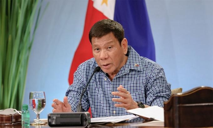 """Duterte nói không rút tàu dù có bị Trung Quốc """"giết"""""""