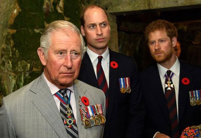"""William và Charles """"thấy không thể tin Harry nữa"""""""
