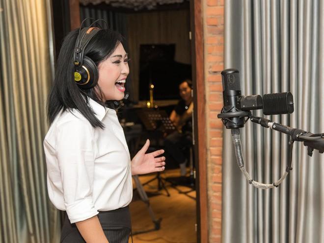 Ca sĩ Phương Thanh tái xuất, vẫn mạnh mẽ và trữ tình ảnh 3