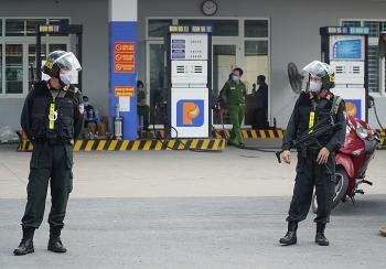 Cảnh sát phong tỏa cây xăng ở Đồng Nai
