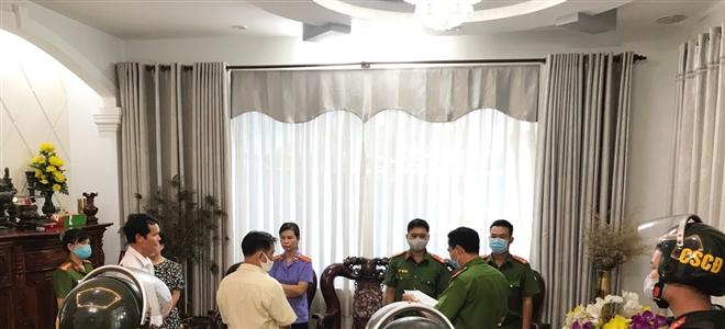 Bắt khẩn cấp chủ Công ty TNHH Việt Khánh Anh liên quan vụ 2,7 triệu lít xăng giả - 2