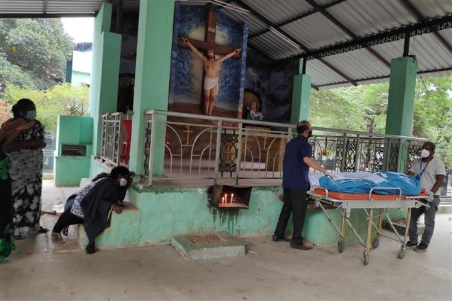 Cuộc chiến sinh tồn trong tâm dịch COVID-19 ở Ấn Độ - 3