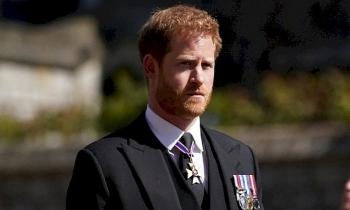 Harry tiếp tục công kích hoàng gia Anh