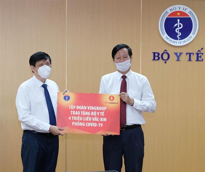 Tập đoàn Vingroup trao tặng Bộ Y tế 4 triệu liều vaccine phòng COVID-19 - 1