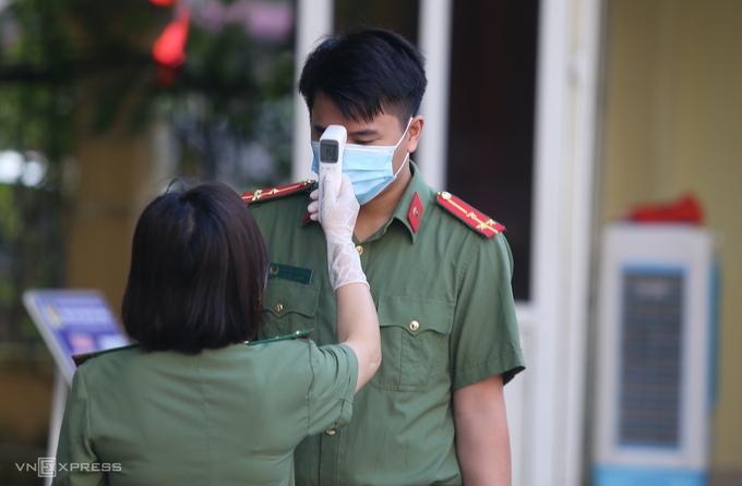 Cử tri bỏ phiếu sớm ở tâm dịch Bắc Ninh