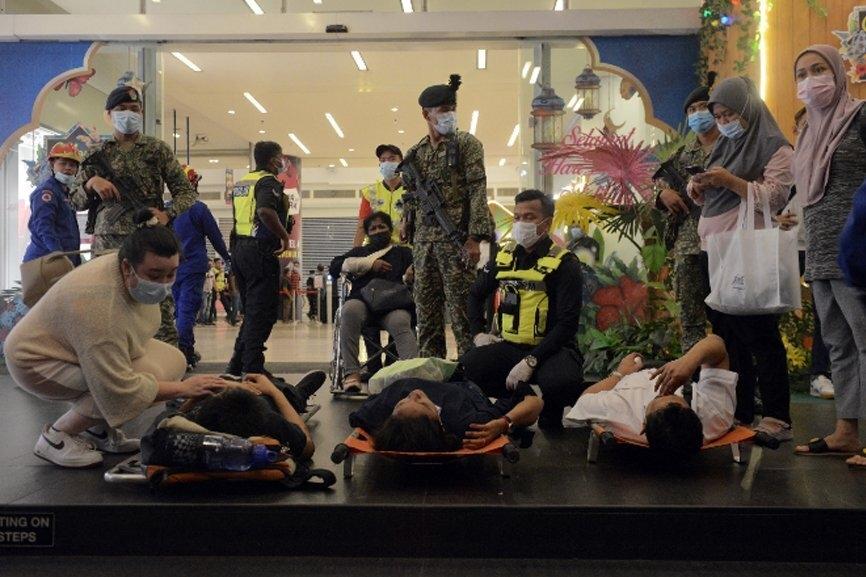 Malaysia: Hai đoàn tàu đối đầu trong đường hầm, hơn 200 người bị thương - 1
