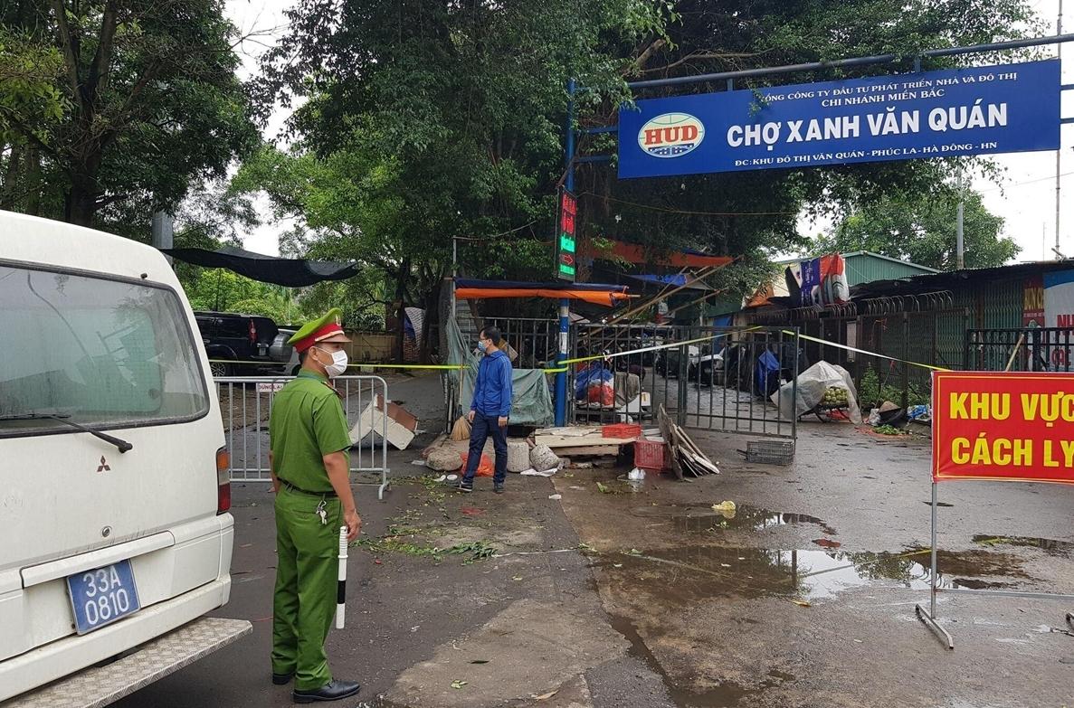 Hà Nội phong tỏa chợ Xanh Văn Quán liên quan ca nghi mắc COVID-19