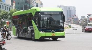 Chiếc xe buýt điện VinFast lần đầu tiên xuất hiện ở TP.HCM